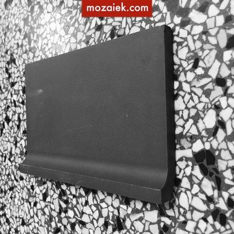 plint | ongeveer 15 cm breed en 10 cm hoog 9mm dik matzwart