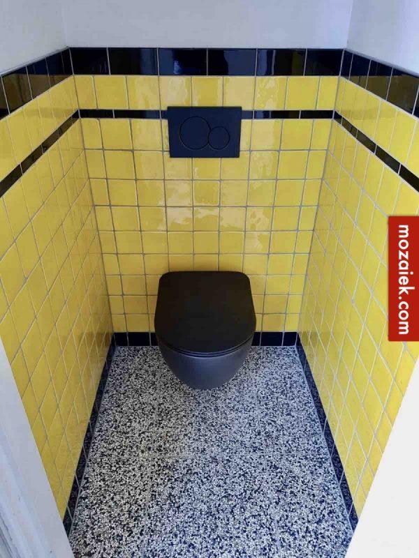 tegellambrisering geel zwar t en granito vloer toilet